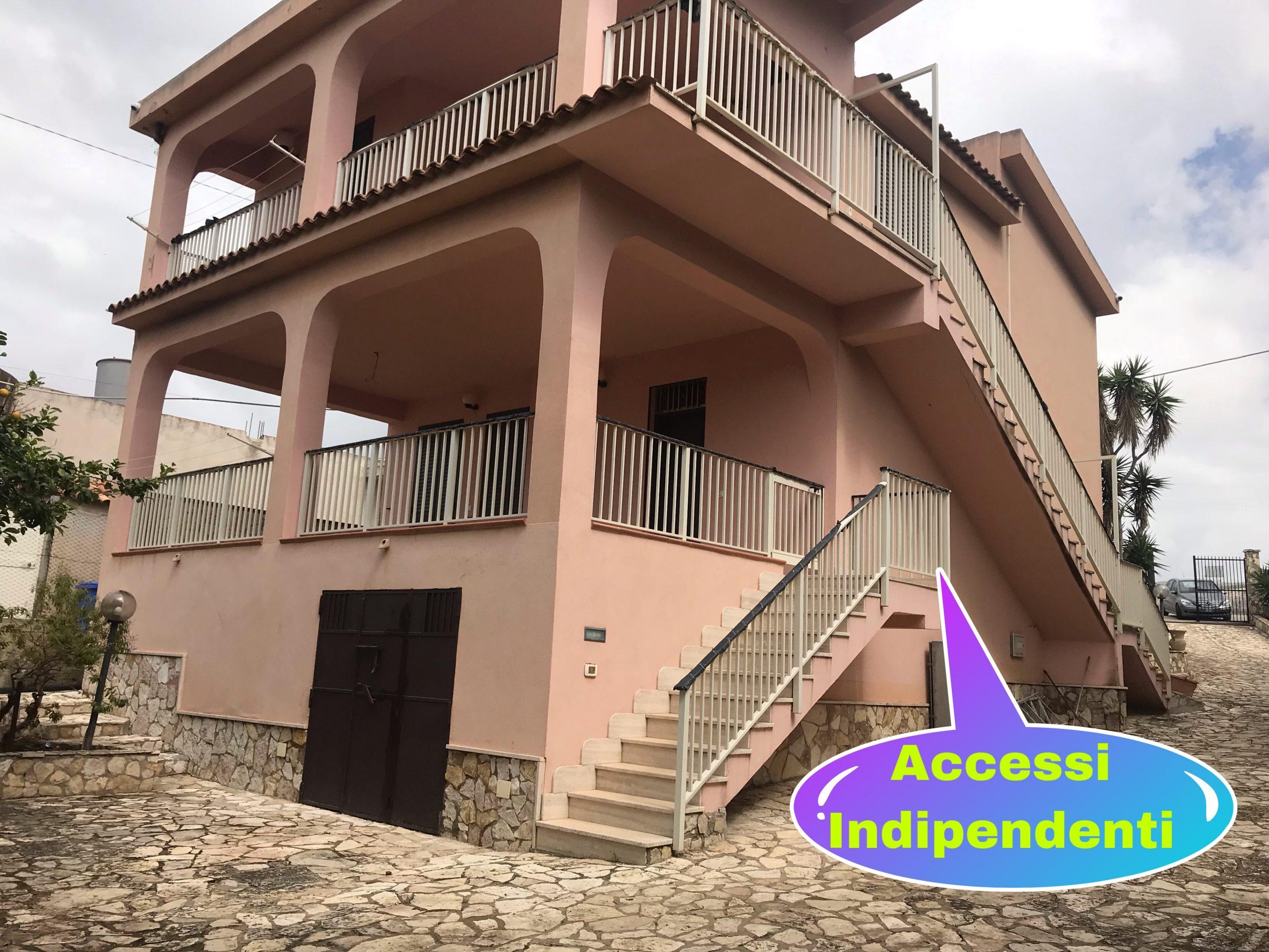 Villa vicino il castello di Falconara, a pochi passi dal mare