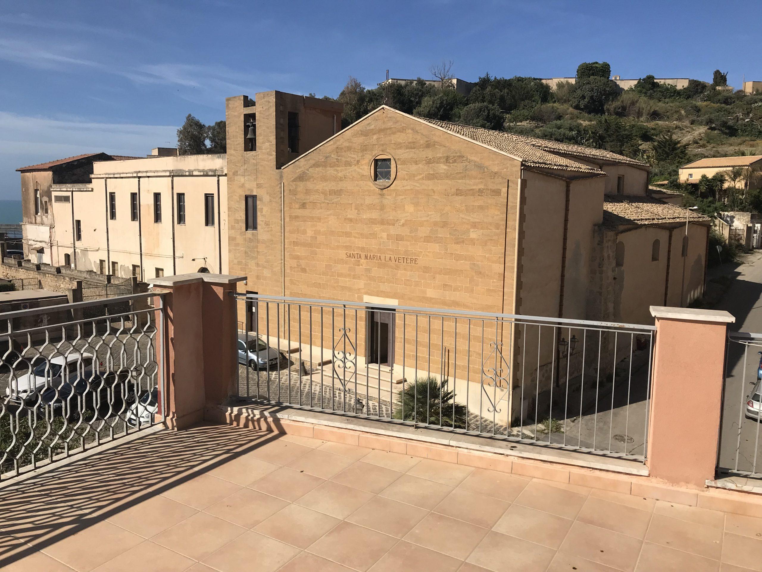 casa indipendente con terrazzo – Salita Santamaria